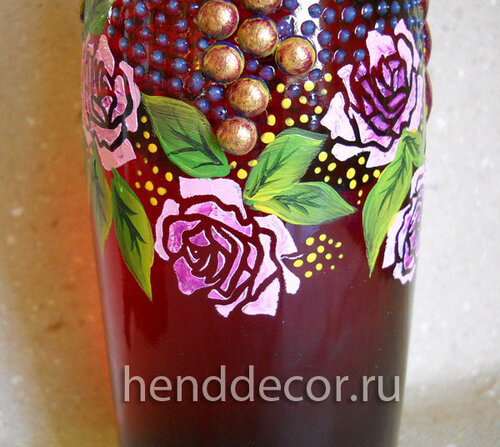 Бутылка с виноградам