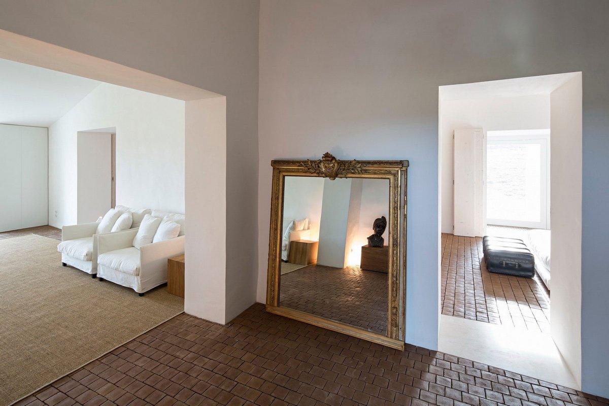 Частный дом Casa No Tempo, Casa No Tempo, AIRES MATEUS & ASSOCIADOS, дома классической формы, белый фасад частного дома, светлый интерьер фото