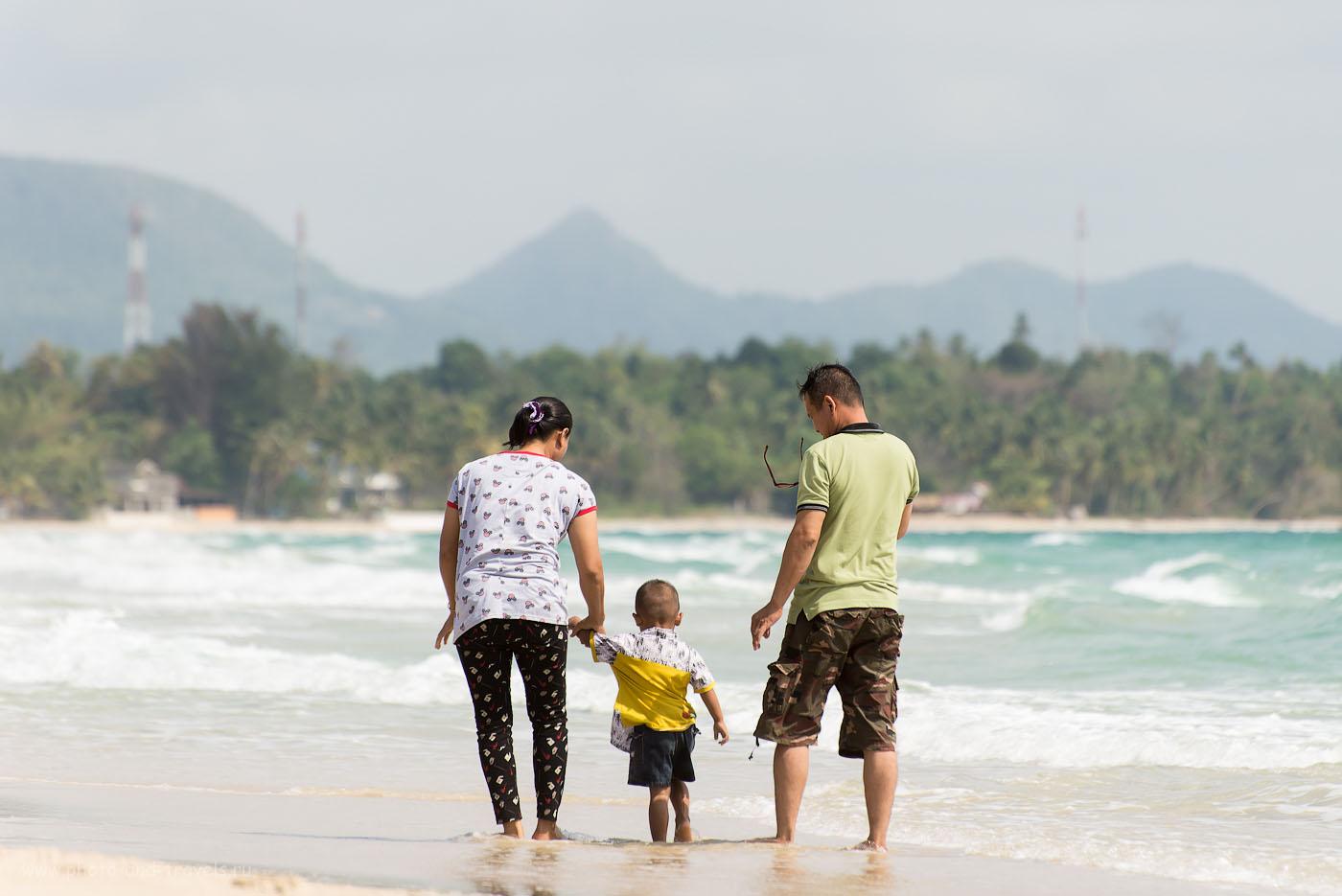 Фото 2. На пляже в окрестностях города Чумпхон. Поездка по Таиланду самостоятельно. Семья (100, 240, 5.6, 1/500)