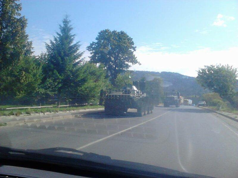В Закарпатье идет колонна украинской бронетехники: фото