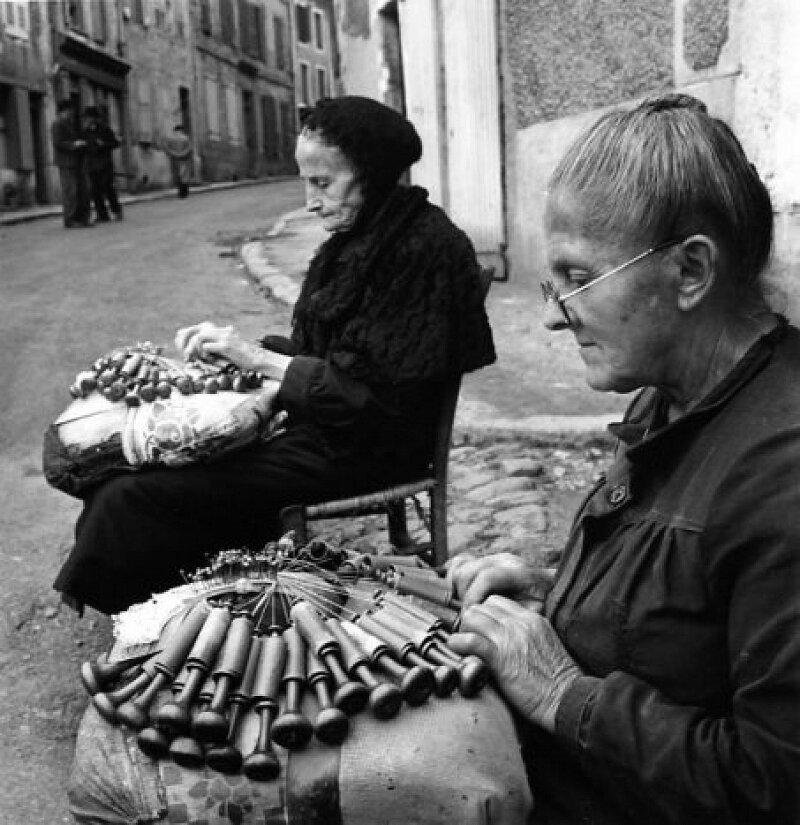 1950. Кружевницы из Ле-Пюи-ан-Веле