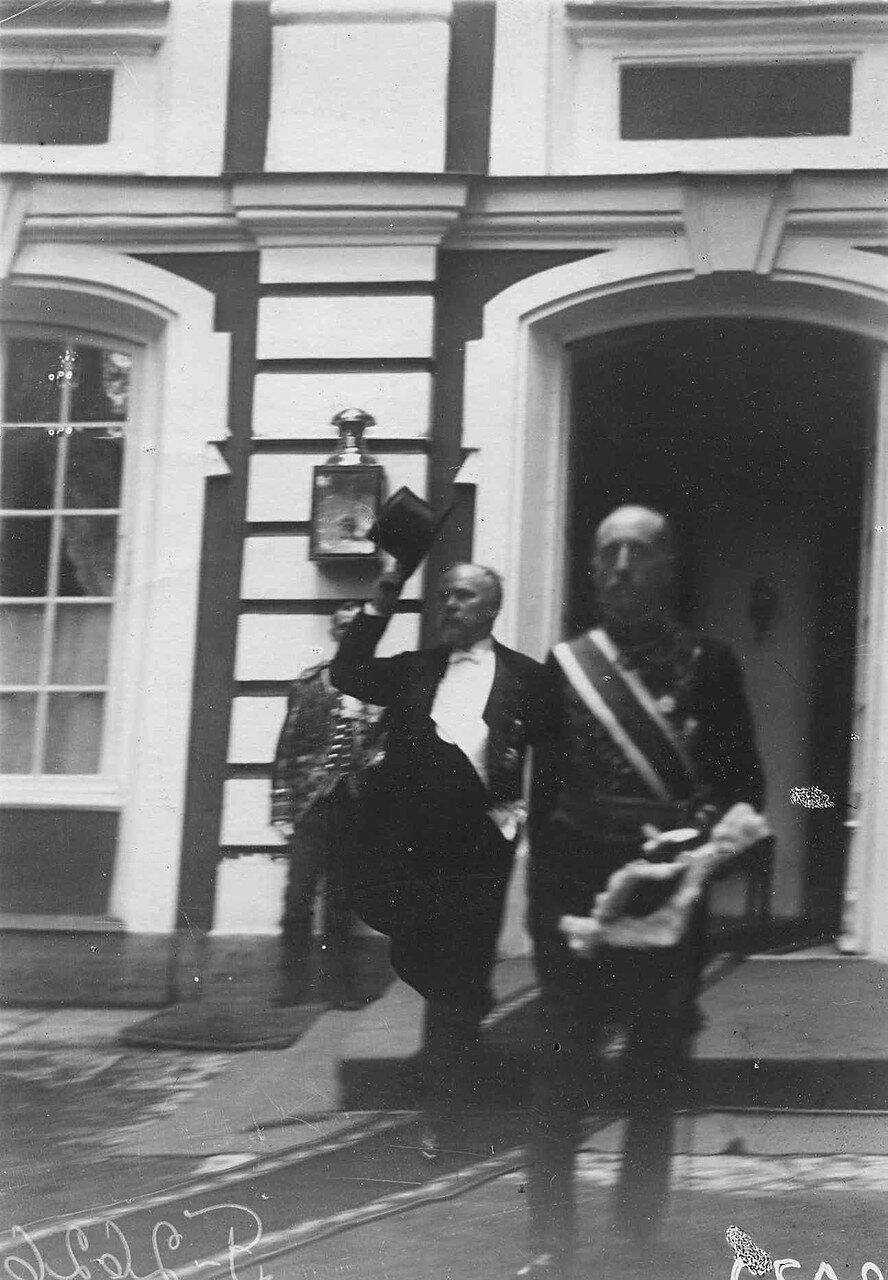 56. Пуанкаре и сопровождающее его лицо выходят из Большого Петергофского дворца для смотра парада войск