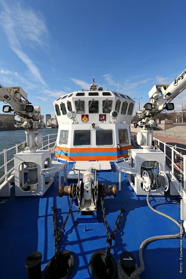 многоцелевой пожарно-спасательный корабль Полковник Чернышев нос фото