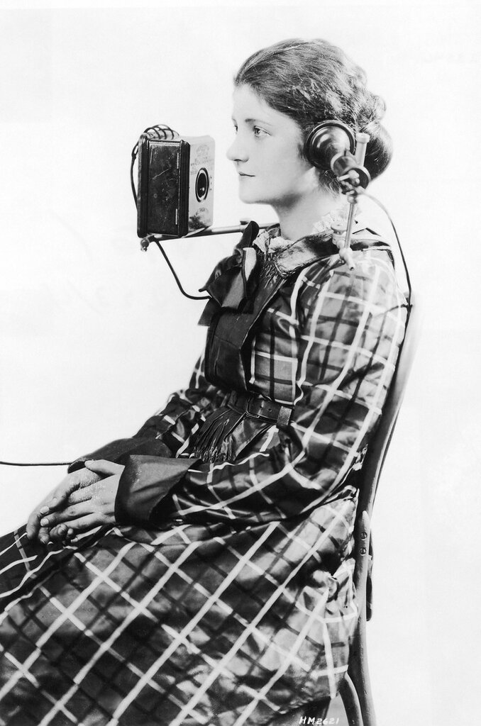 """A telephone operator wears a """"portable"""" headset made by the American Bell Telephone Company, 1923.jpg"""