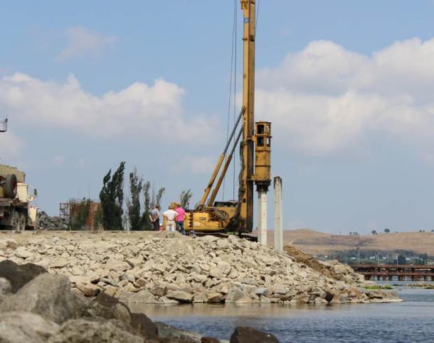 Путин потребовал сдать мост через Керченский пролив кконцу 2018 года