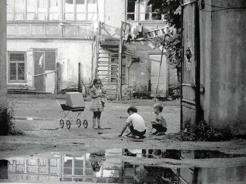 Подольский дворик. Фото из книги В.Баканова «Детство 50-х–60-х. Воспоминания киевлянина»