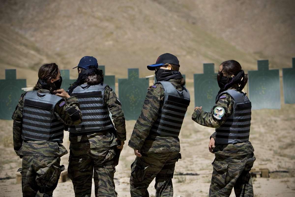 Афганские женщины из спецподразделений МВД Афганистана: картинки из жизни (23)