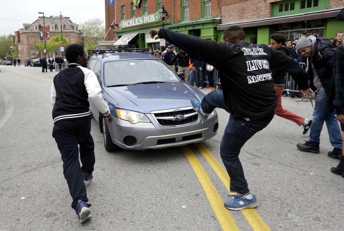 Конец полицейскому государству: Массовые протесты и уличные погромы в Балтиморе (США) (28)