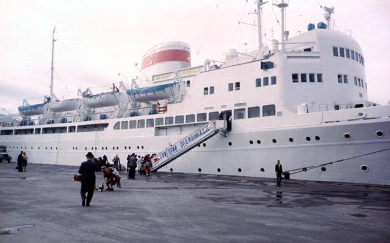 Корабль пришвартовался в порту Находка