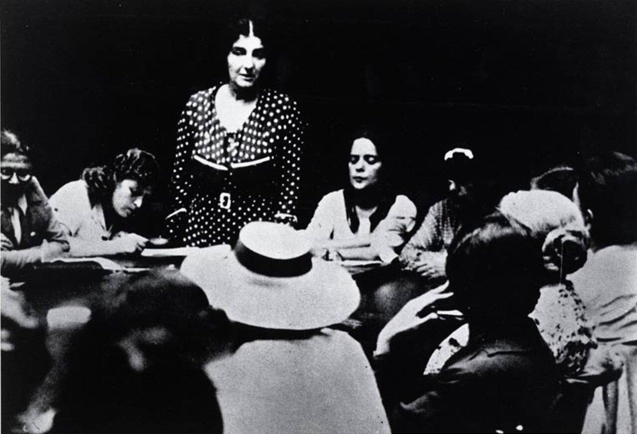 1935.  Голда Меир на заседании Лейбористской партии в Палестине