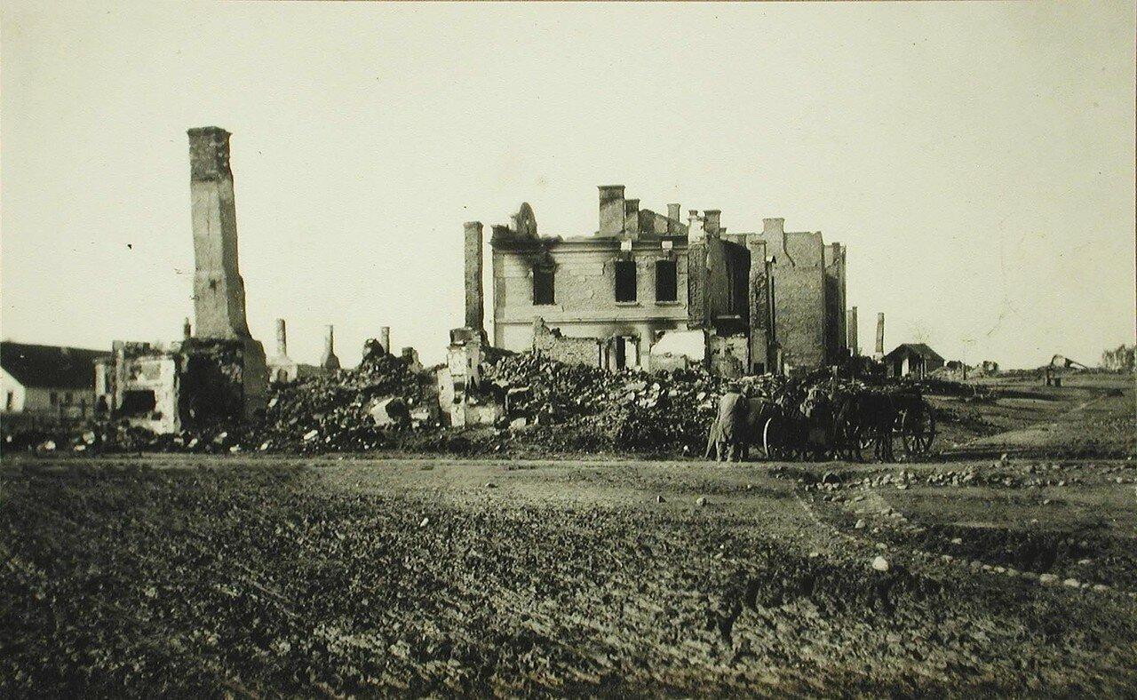 13. Вид части галицийской деревни, разрушенной артиллерийским огнем