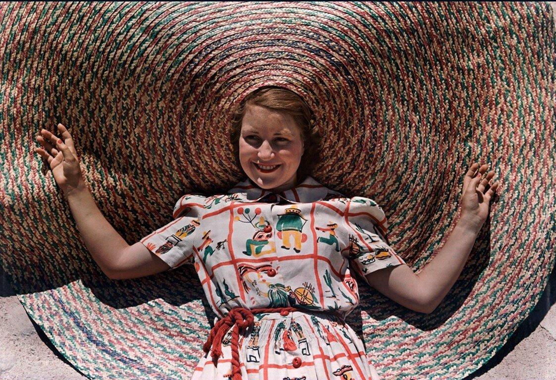 1939. США. Девушка в огромной соломенной шляпке. Техас