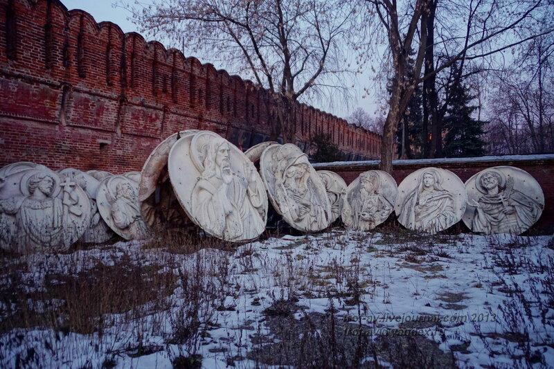 Барельефы с оригинального храма Христа Спасителя, Донской монастырь, Москва