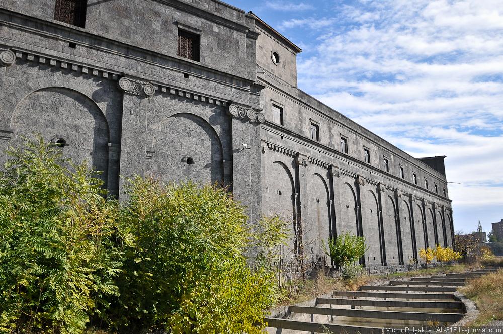 Армения.  Коньячный завод НОЙ