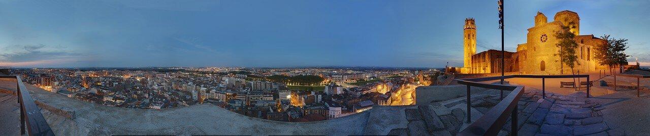 Вечерняя Лерида. Панорама города и собор Сеу Велья с восточного бастиона