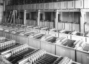 Цех завода с аккумуляторами.