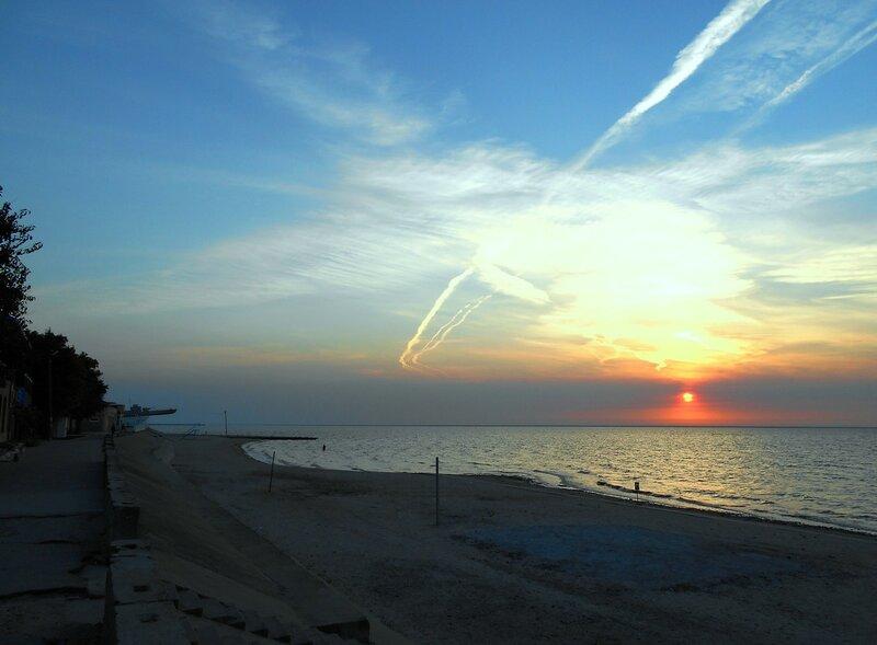 Вечерело, и Солнце уходило в облака ... DSCN1588.JPG