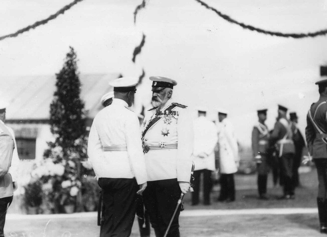 21. Морской министр И.К.Григорович (справа) с офицерами на плацу в день приезда германского императора Вильгельма II
