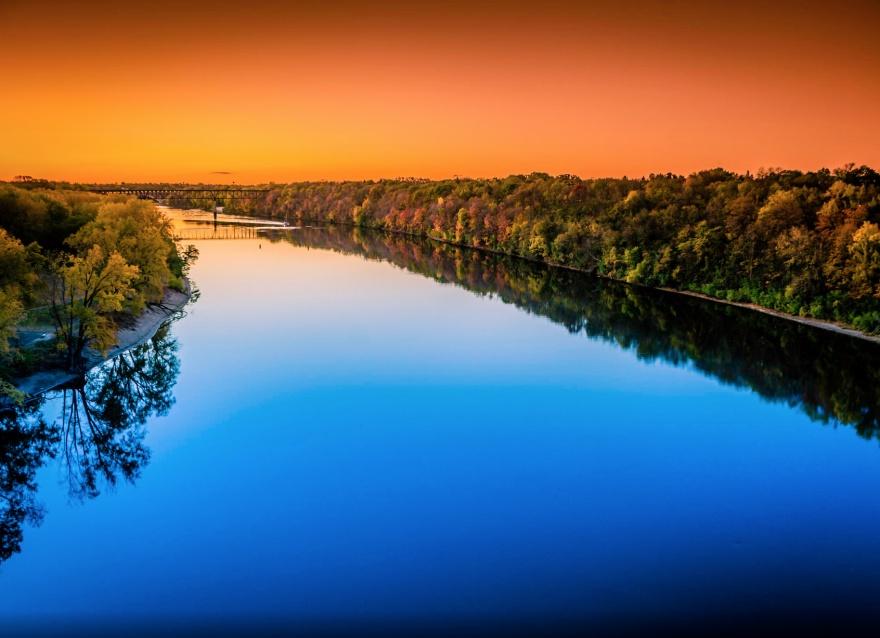 Эта река по праву называется «труженицей» Северной Америки. Соединяет между собой десять штатов. Явл