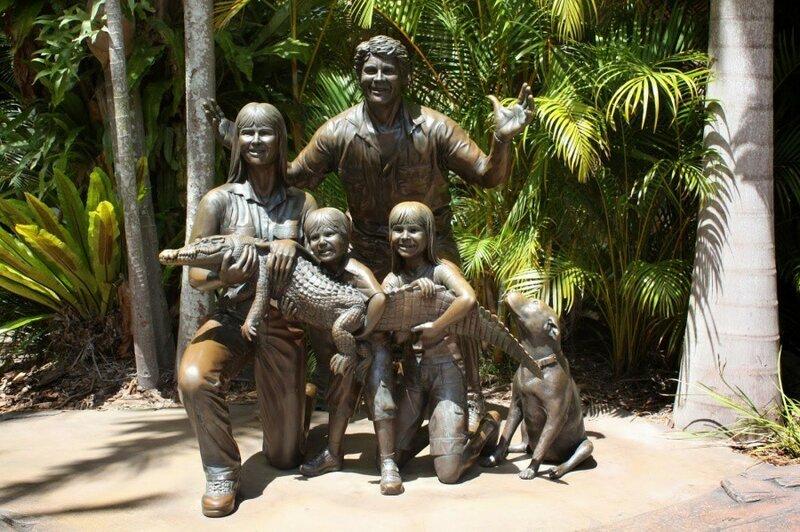 «Стив Ирвин и его семья» («Охотник за крокодилами») Бирва, штат Квинсленд, Австралия