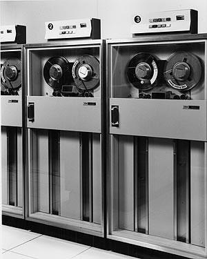 Накопитель на магнитной ленте IBM 2401