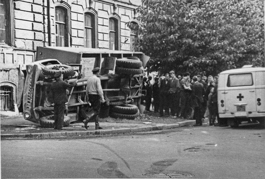 Скорая помощь на улицах Ленинграда.