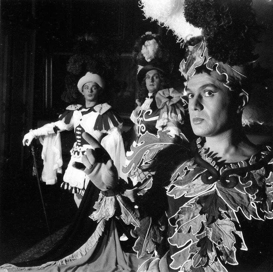 1954.Роберт Хирш, Жак Харон и Жан-Поль Руссильон в пьесе Мольера