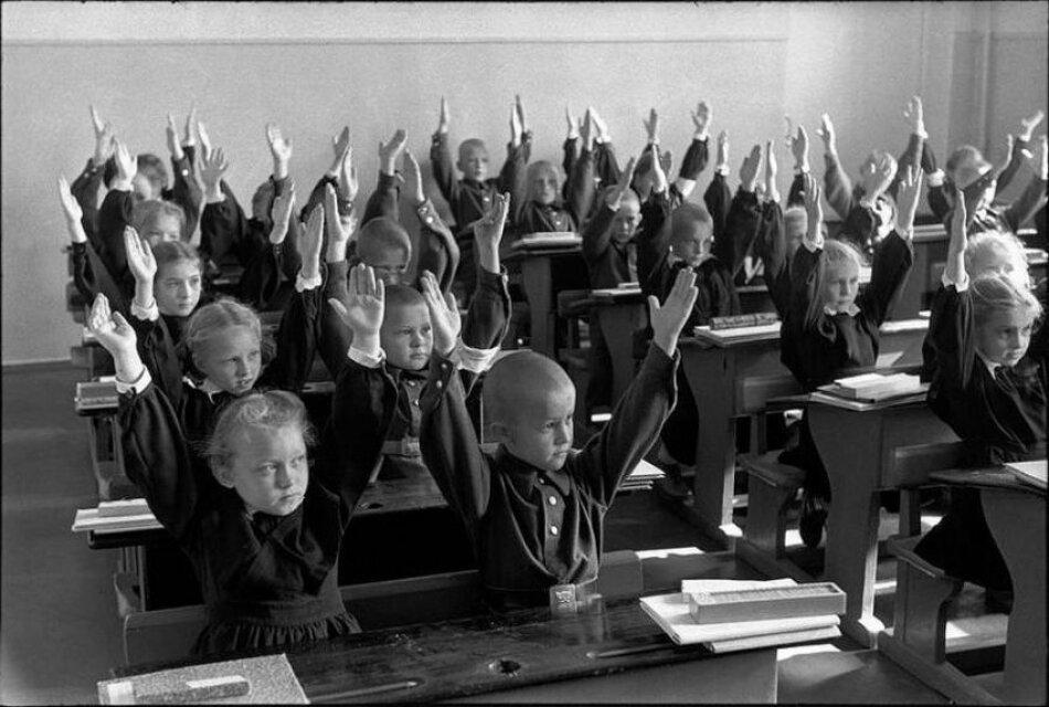 1954. Неустановленное место. Гимнастика во время занятий