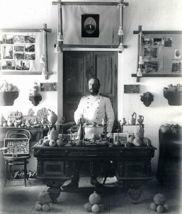 Самарканд. Леон Барщевский в кабинете музея