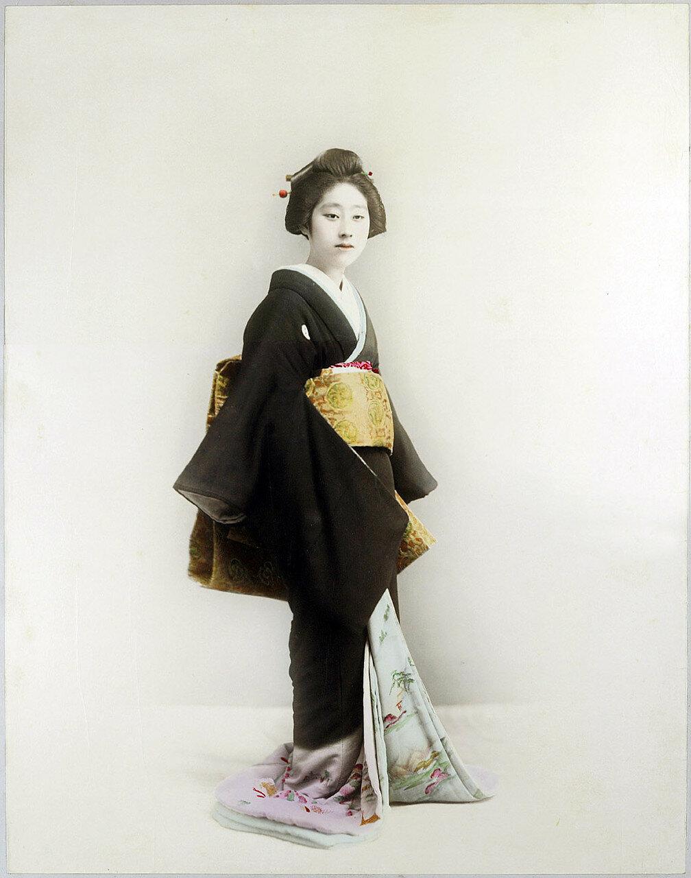 Женщина с золотым поясом оби