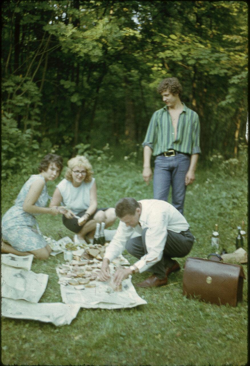 1972. Застолье на природе 30 июня