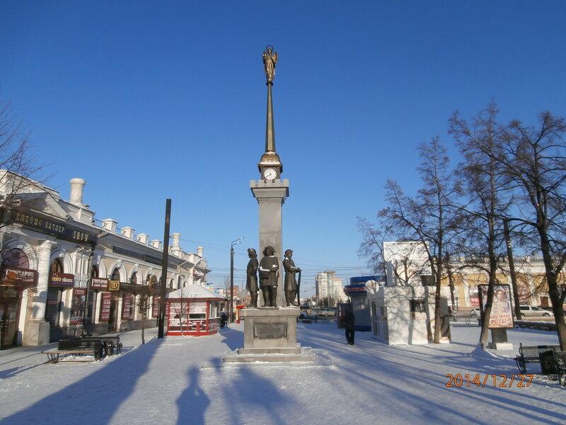 Памятник основателям города на ул. Кирова (1)