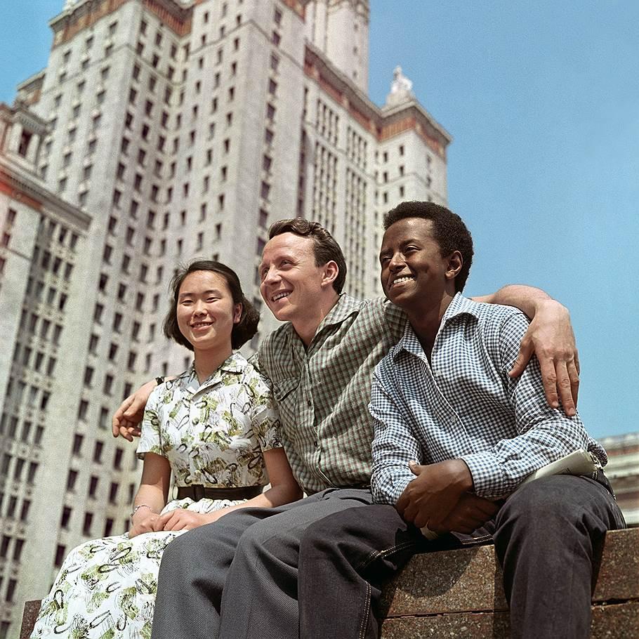 1961 Студенты мира. Дмитрий Бальтерманц.jpg