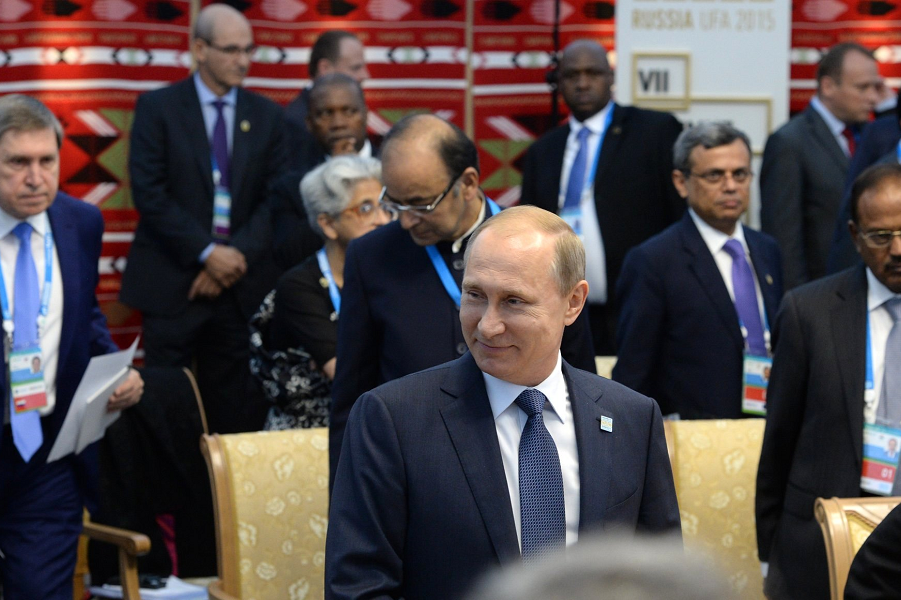 Путин принимает БРИКС в Уфе 9.07.15.png