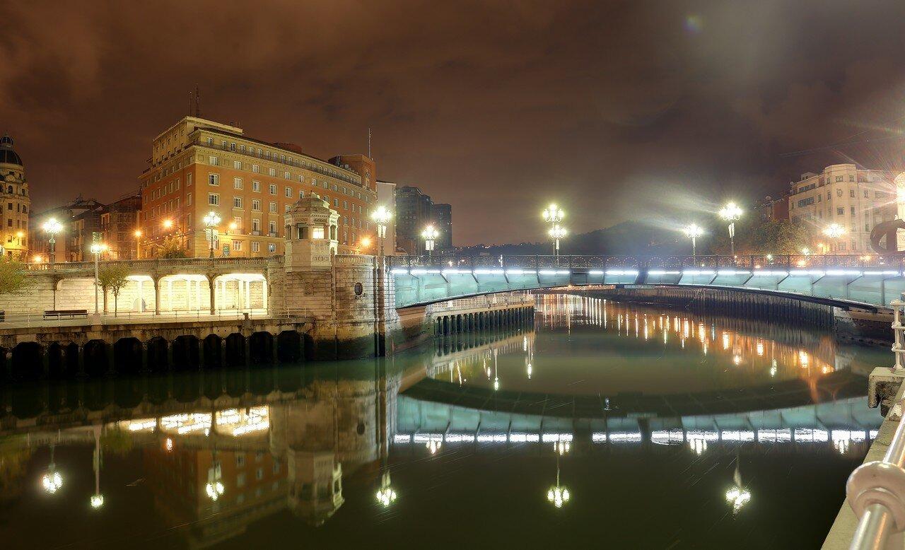 Бильбао ночью. Река Нервьон. Муниципальный мост.