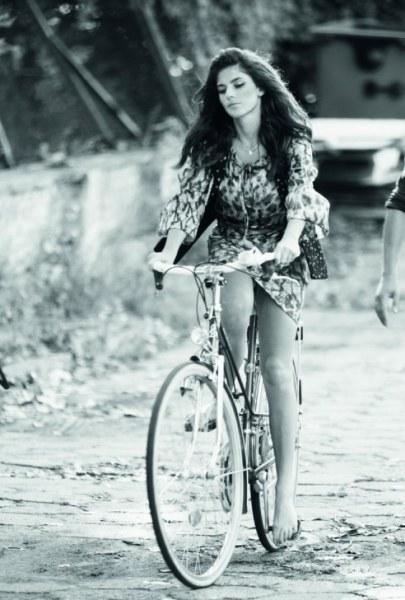 Bolshe-devushek-na-velosipede-20-foto