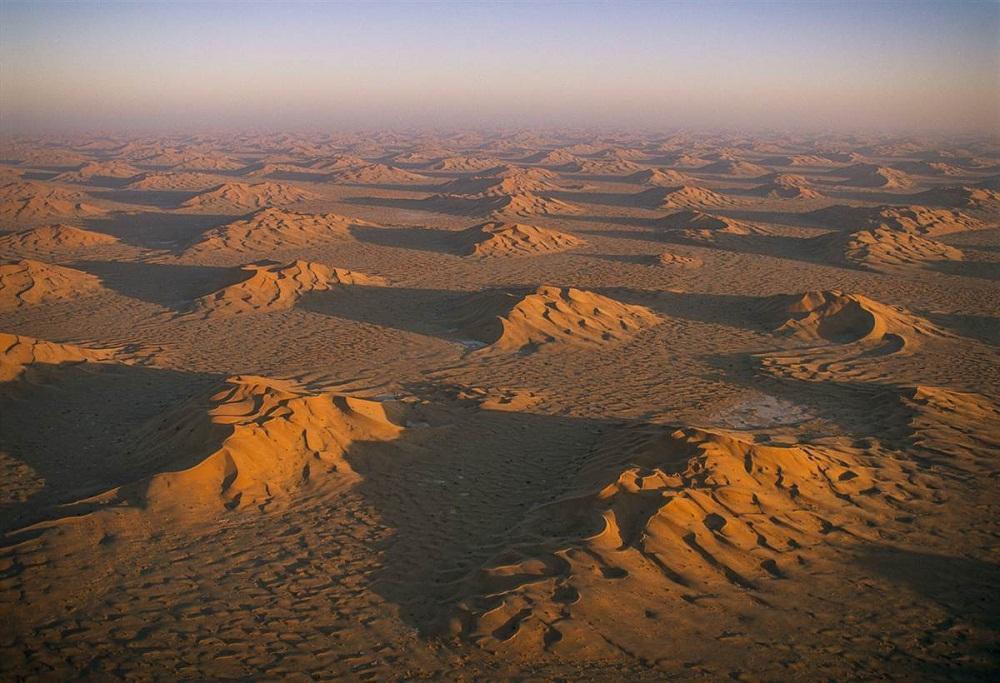 7. Руб-эль-Хали, Оман. Вода время от времени выходит из гор и растворяется в песках. Бедуины по-преж