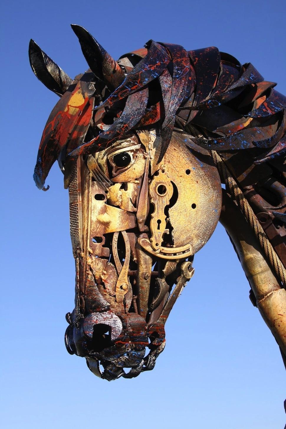 Obaldennye-skulptury-izmetalloloma-16-foto