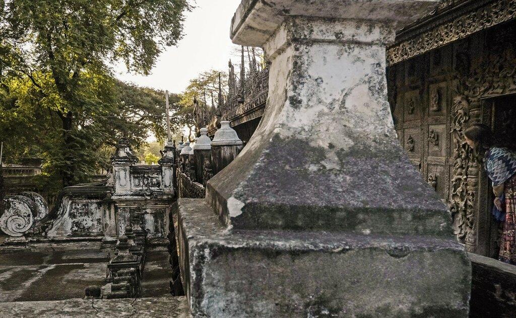 Мандалай, монастырь Shwenandaw