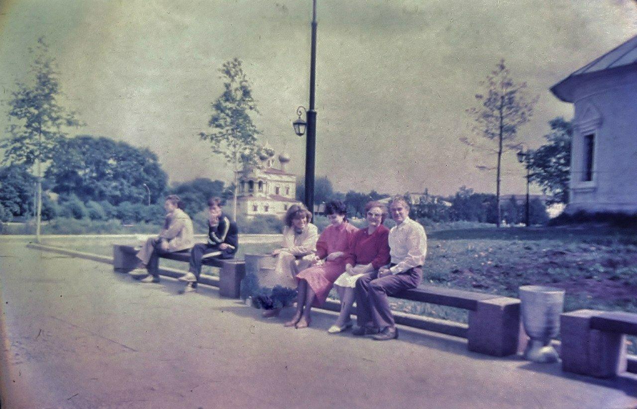1987. У памятника Батюшкова К.Н