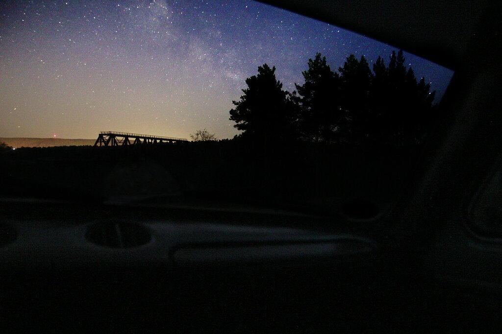 Млечный путь снят из салона авто