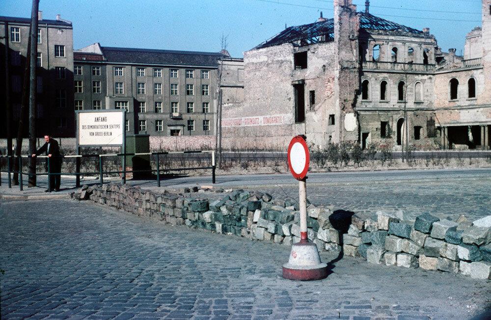 1954 Berlin Heinz Vontin Branderburger tor.jpg