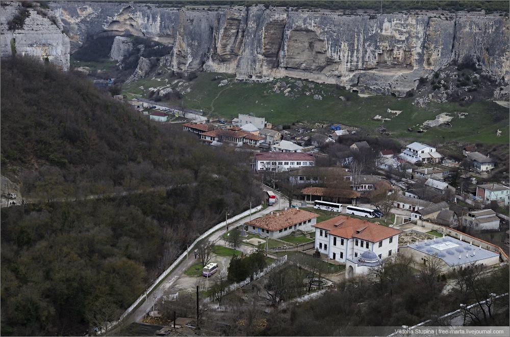 Свято-Успе́нский пеще́рный монасты́рь