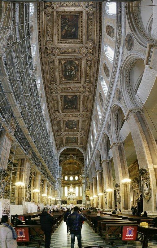 Неаполь. Кафедральный собор Успения Святой Марии (Дуомо, Собор Саятого Януария). Интерьеры