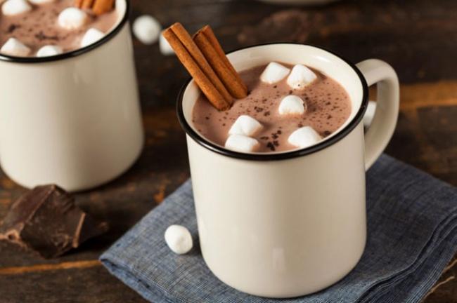 Вам понадобятся: 6ст.л. какао-порошка 2стакана воды сахар повкусу 2стакана молока 1/2ч.л. мол