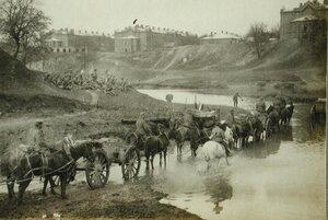 Транспорт с боеприпасами одной из армейских частей форсирует реку.