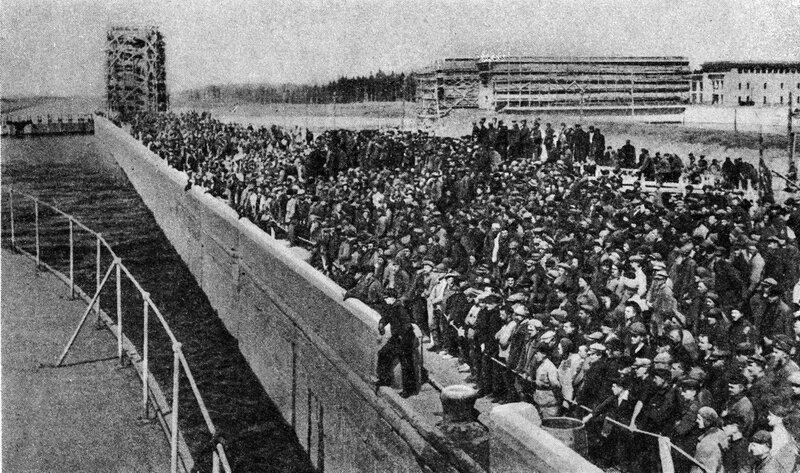 24 30 апреля 1937 Шлюз №2 Журнал 'Огонёк' 1937 №16-17 (20 июня). Фото П.Трошкина.jpg