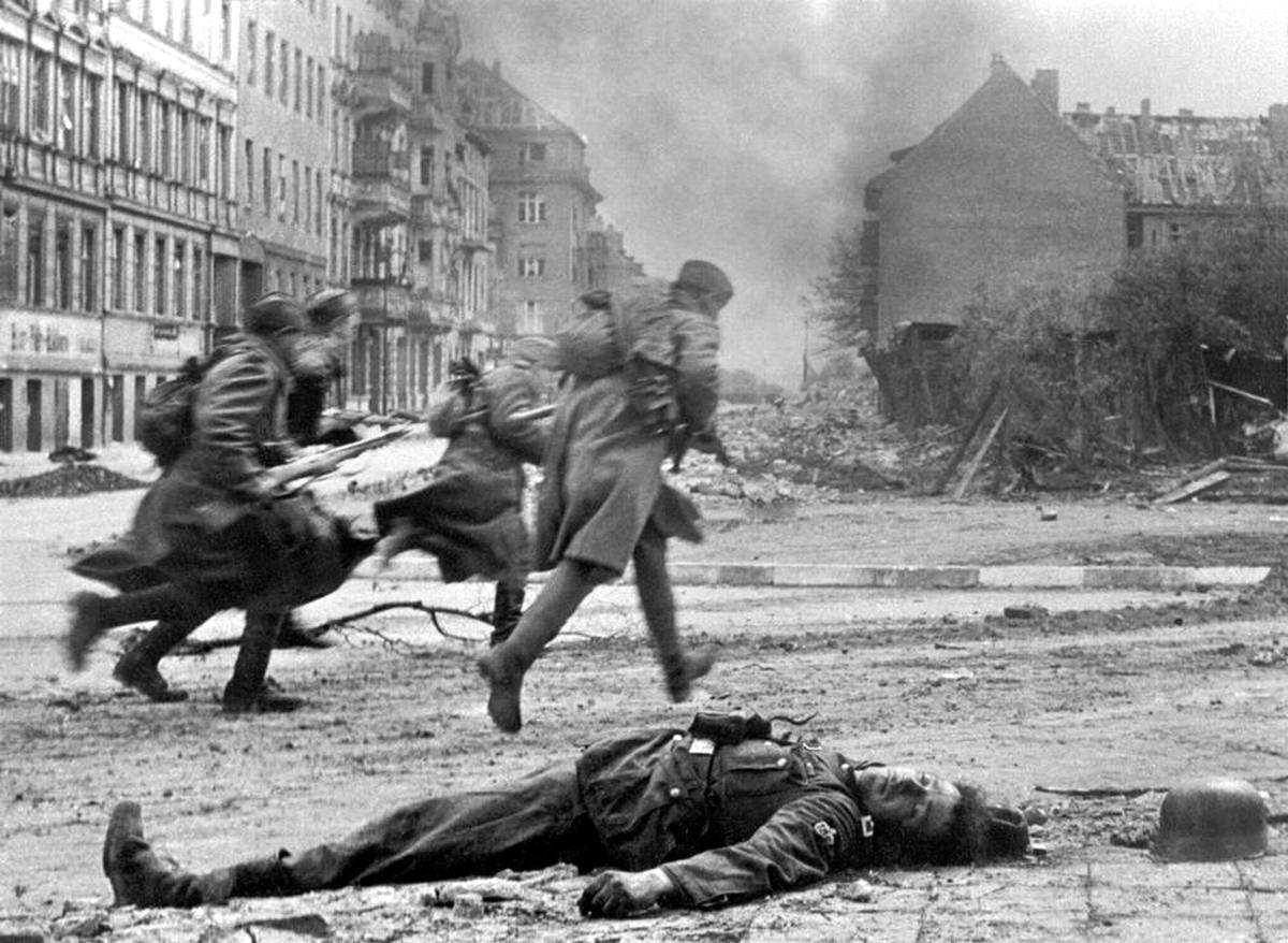 Падение Берлина на фотографиях весны 1945 года (1)