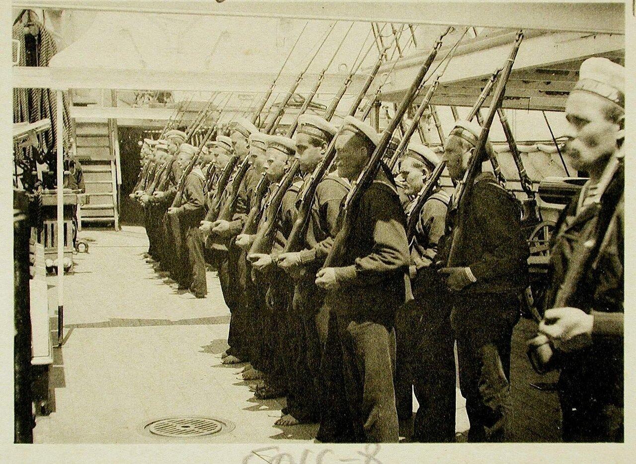 117. Матросы команды одного из судов эскадры во время обучения ружейным приемам
