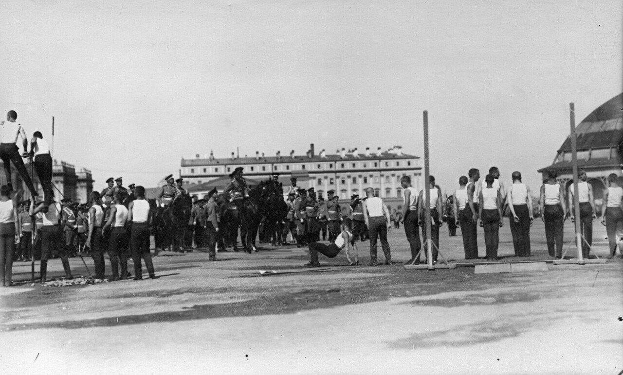 90. Состязания потешных по прыжкам в длину в присутствии императора Николая II и сопровождающих его лиц